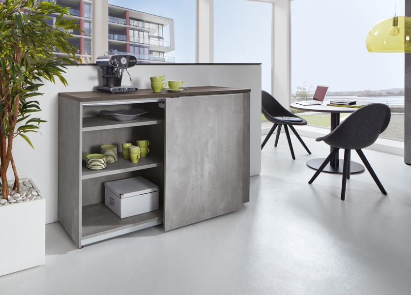 fm_bueromoebel-schrankserie_clear-schwebetuerenschrank_offen_beton